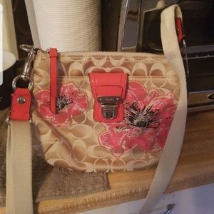 COACH HANDBAG CONVERTS SHOULDER/CB RARE